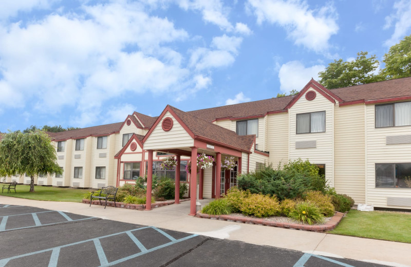 Exterior view of Baymont InnSuites Gaylord.