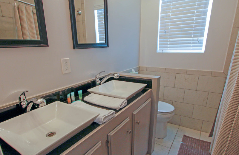 Bathroom at 21st Ave 37.