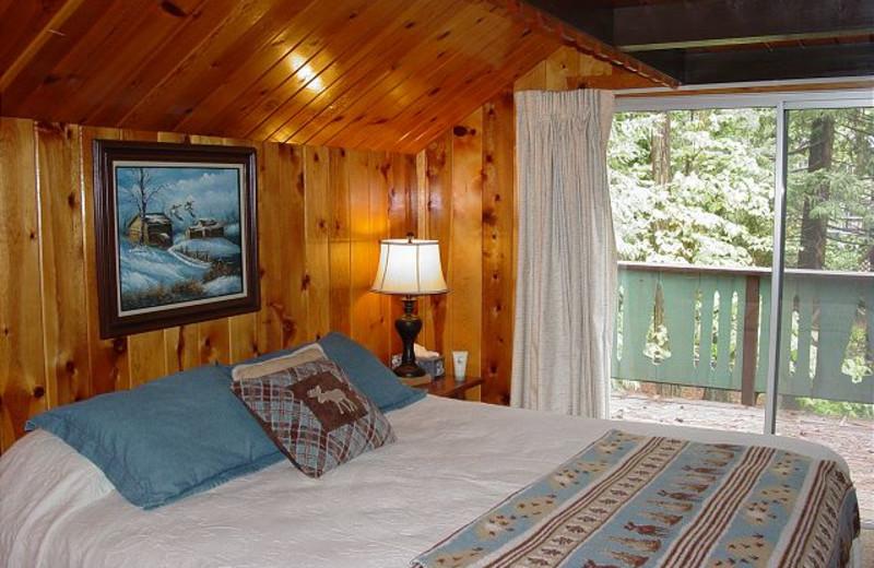Guest room at Twain Harte Vacation Rentals.