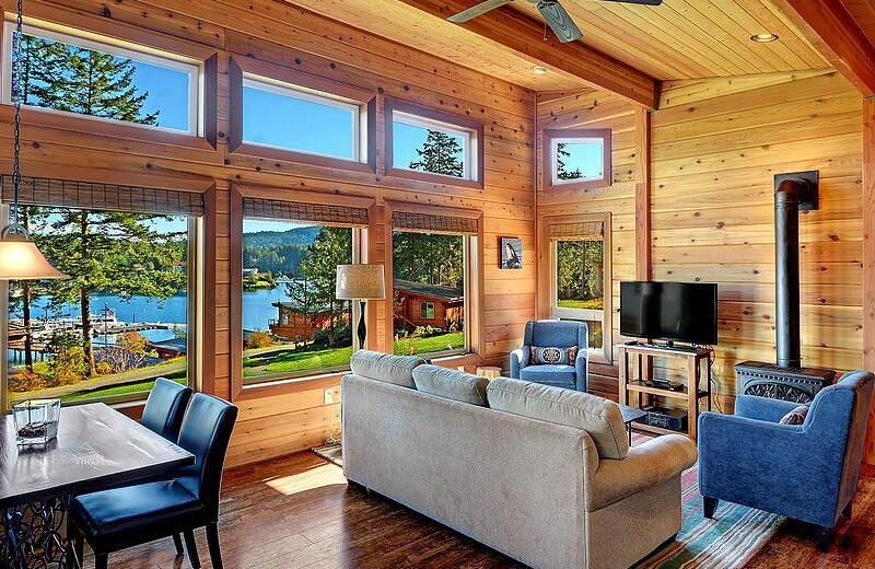 Guest living room at Snug Harbor Marina Resort.