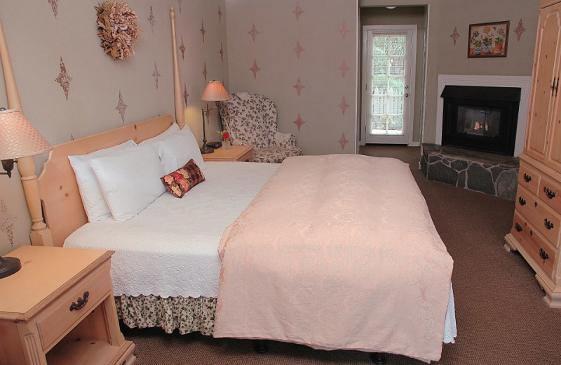 Guest bedroom at Sea Otter Inn.