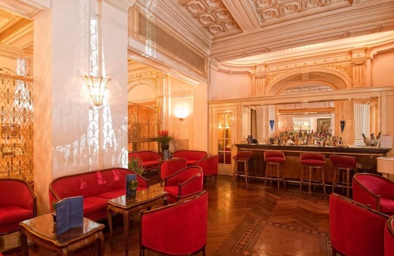 Lounge and bar at Ambasciatori Palace Hotel.