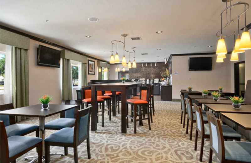 Dining area at Baymont Inn & Suites Dallas Love Field North.