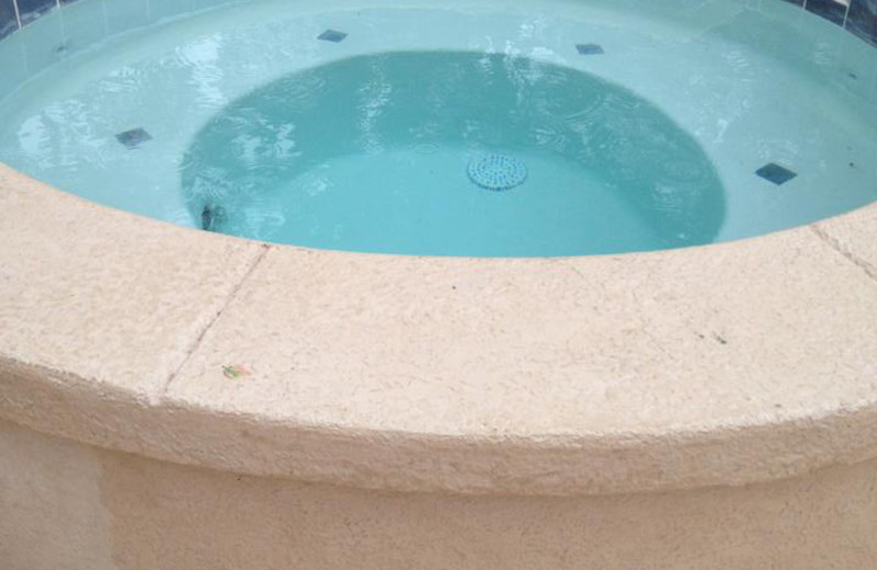 Outdoor hot tub at Artilla Cove Resort.