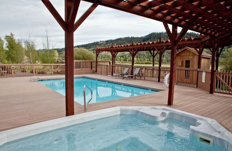 Outdoor pool and spa at Goosewing Ranch.