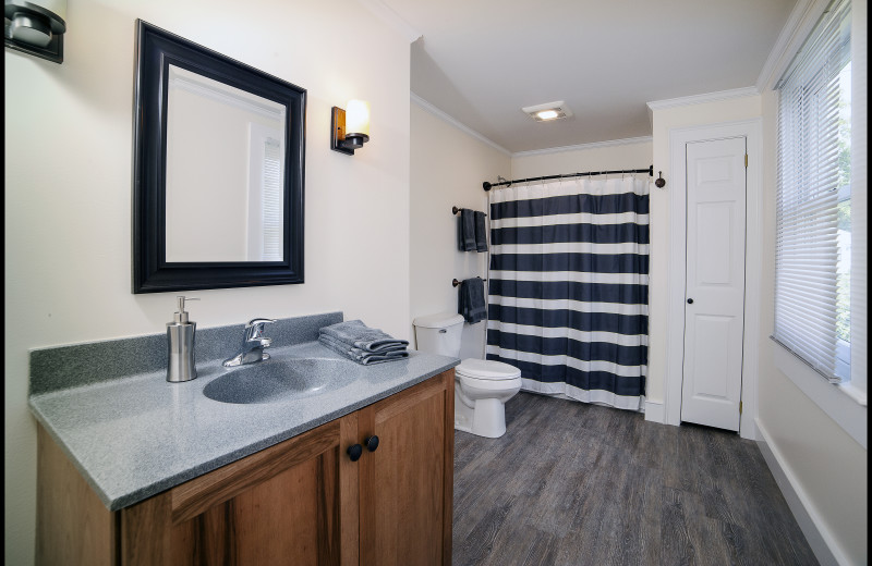 2nd upstairs Bath at the Mott House (1 of 3 baths)