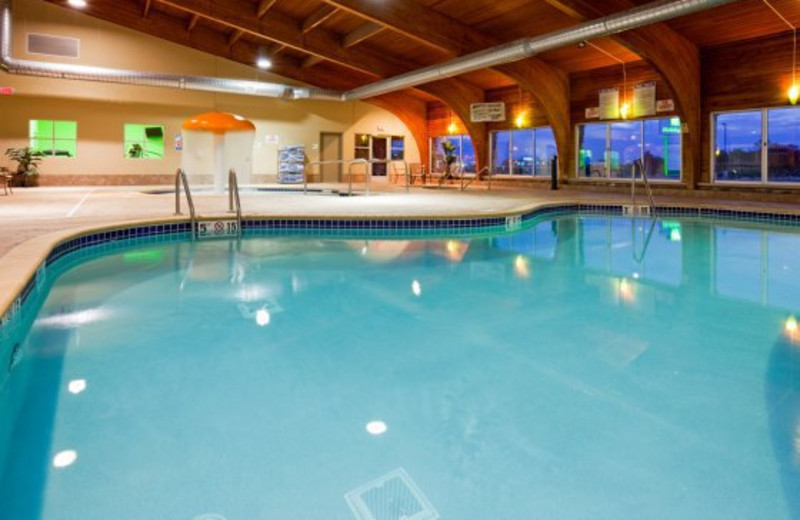 Indoor pool at Holiday Inn Detroit Lakes.