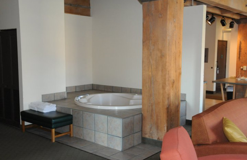Jacuzzi from three bedroom suite at The Suites Hotel at Waterfront Plaza.