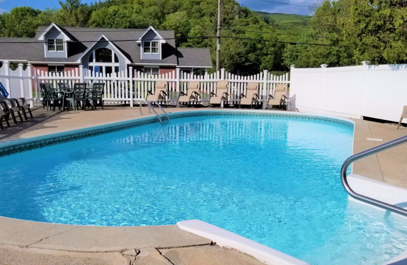 Outdoor pool at Top Notch Inn.