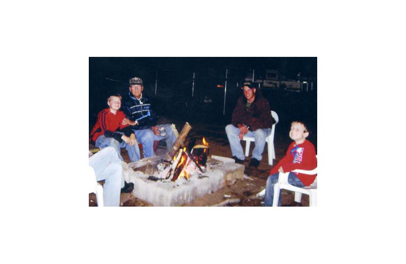 Campfire at Regnbue Haven Resort.