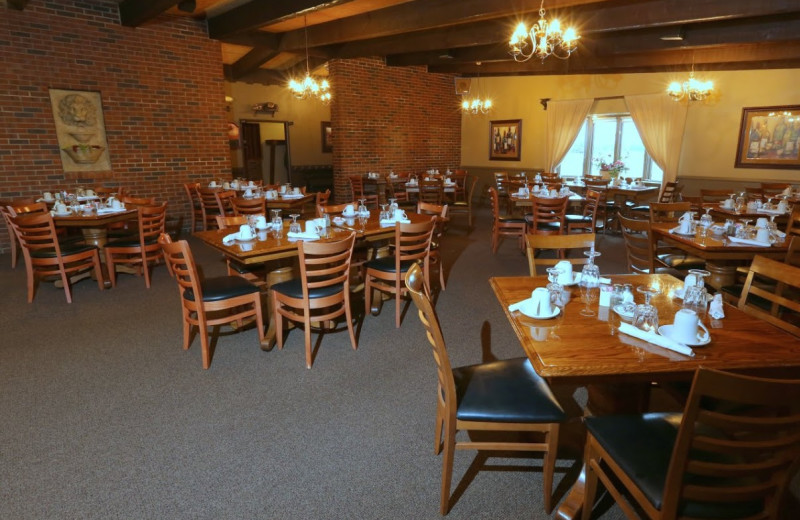 Restaurant view of Coachman's Golf Resort.