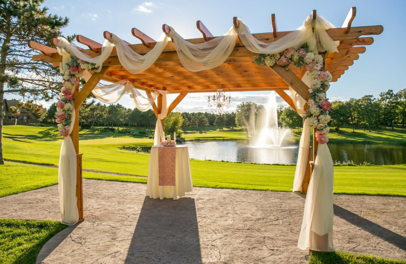 Weddings at Thumper Pond Golf Course & Resort.