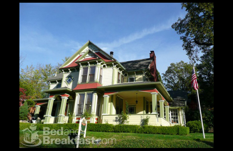 Exterior view of Chichester-Mc Kee House B&B.