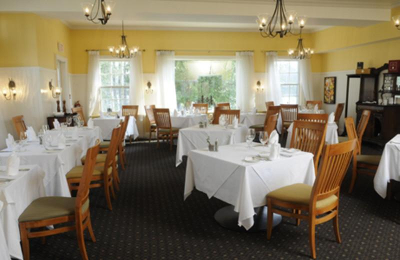 Dinning room at Sherwood Inn.