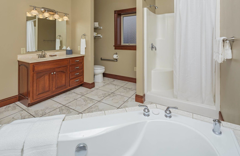 Guest bathroom at Sojourner's Lodge & Log Cabin Suites.
