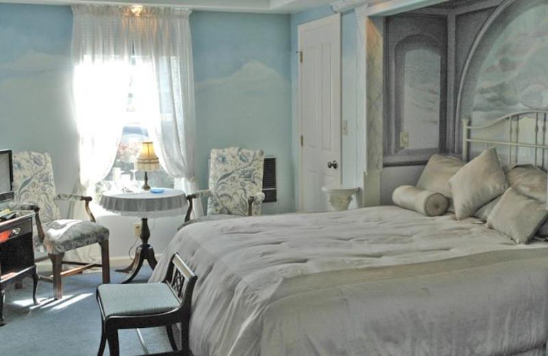 Guest room at All Seasons Groveland Inn.