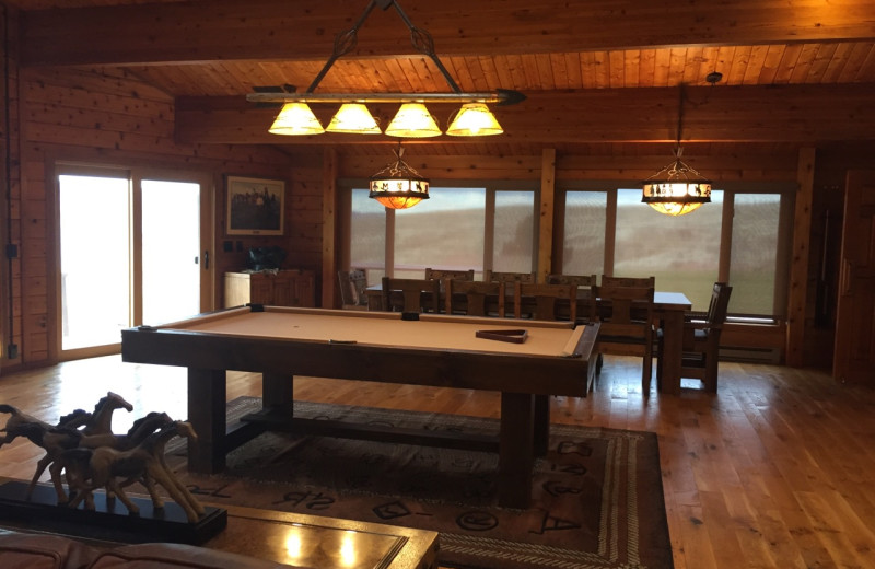 Cabin dining room at Lakeview Lodge 307.