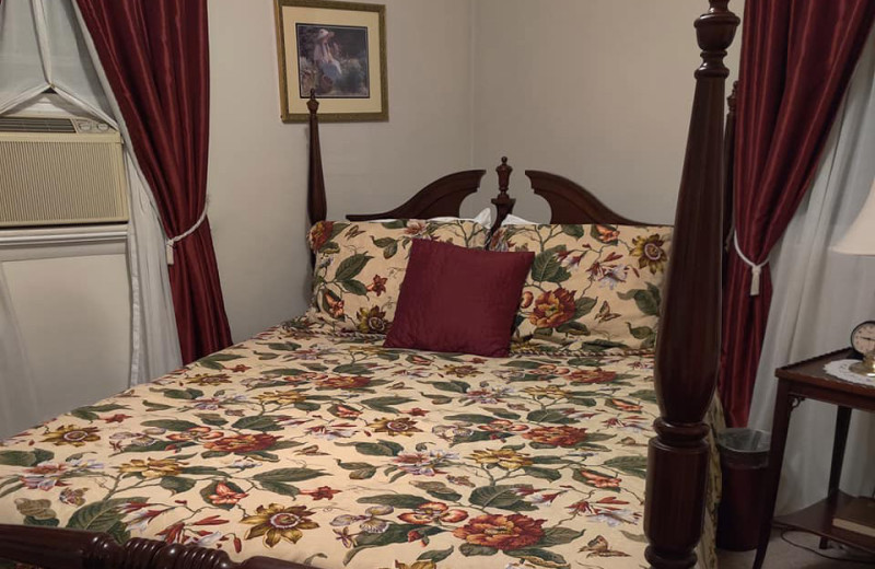Guest room at Leamans Country Lodge.