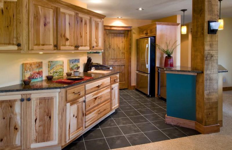 Condo kitchen at Highland Rim Retreats.