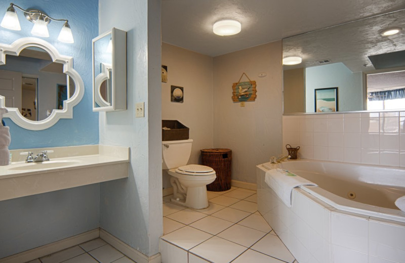 Guest bathroom at Fountain Beach Resort.