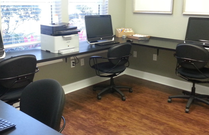 Business center at Elite Vacation Homes.