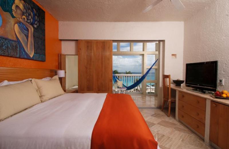 Guest room at Raintrees Club Regina Cancun.
