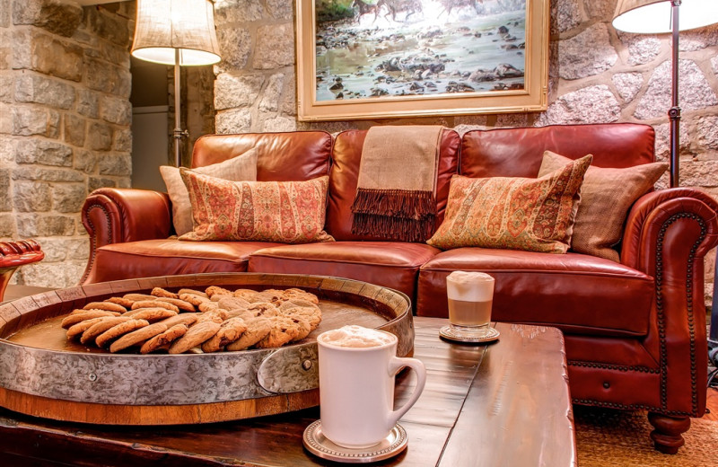 Apres Ski Lounge at Snowpine Lodge.