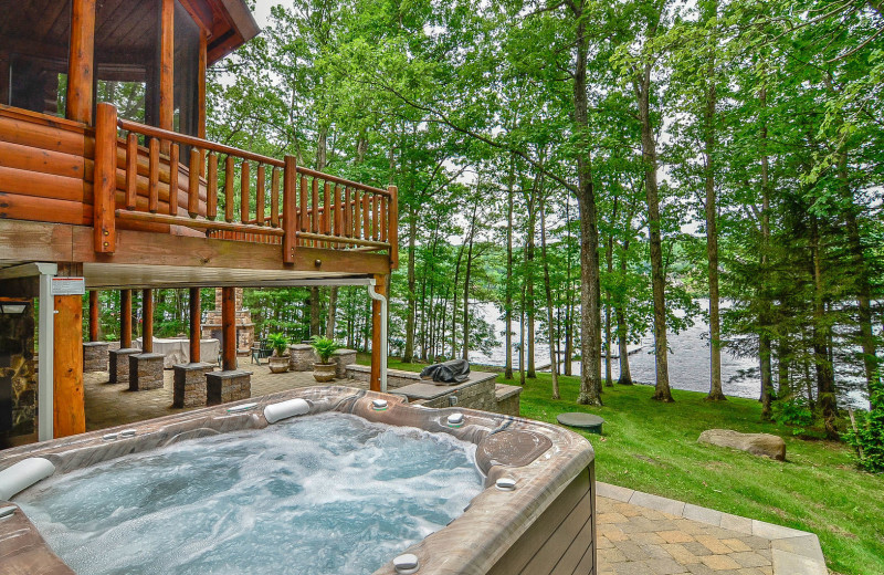 Rental hot tub at Railey Vacations.