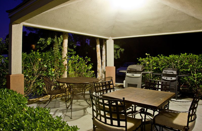 Outdoor patio at Candlewood Suites Orange County/Irvine East.