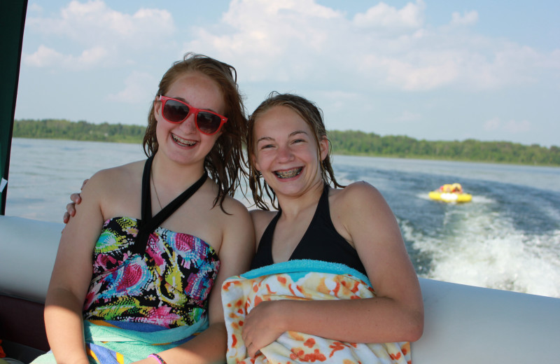 Boating at Finn'n Feather Resort.