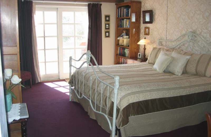 Guest room at Maricopa Manor Bed & Breakfast.