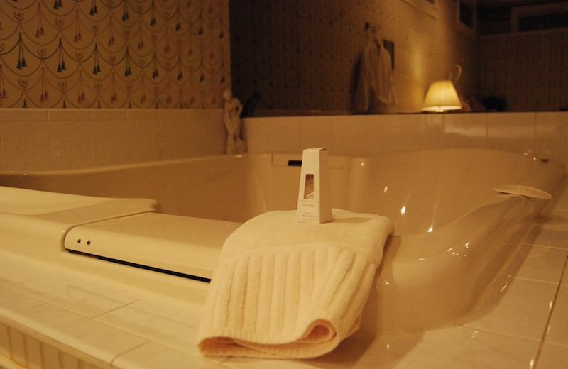 Suite Bath Tub at Chambery Inn