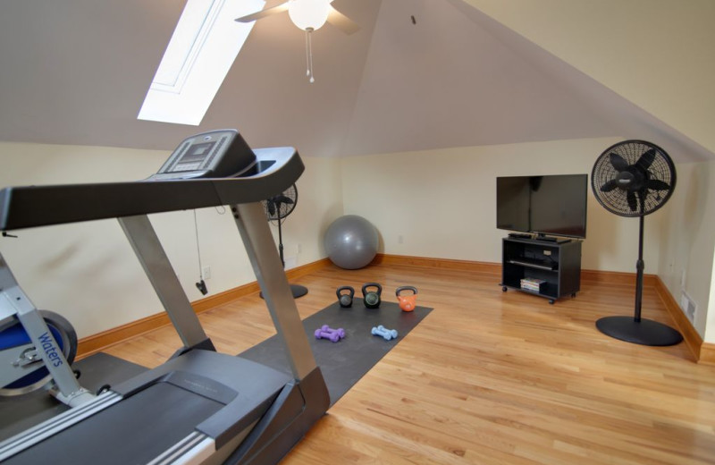 Rental fitness room at Pinnacle Sotheby's International Realty.