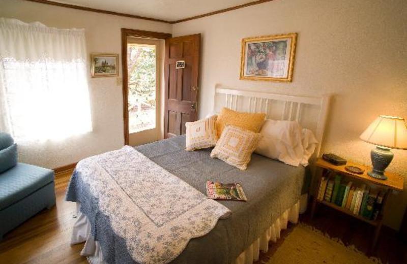 Guest room at Das Garten Haus B & B.