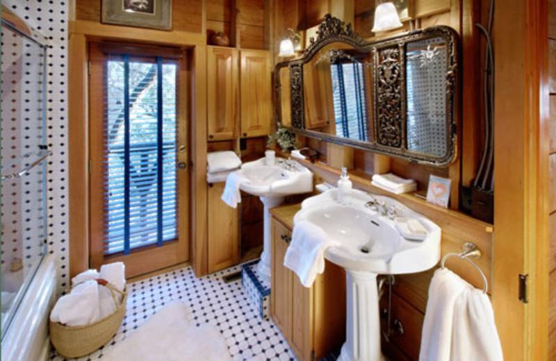 Cottage bathroom at Winterwood Lakeside Cottage.