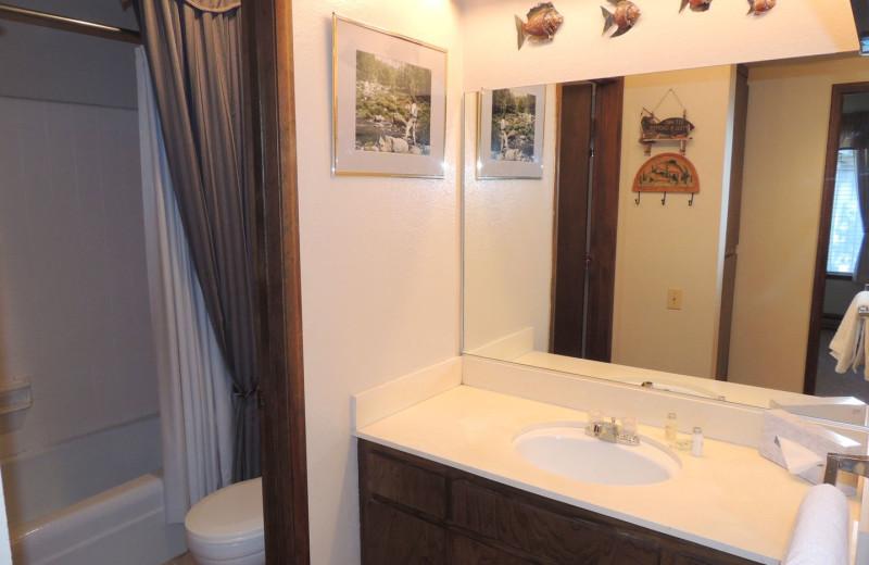 Rental bathroom at Seasons 4 Condominium Rentals.