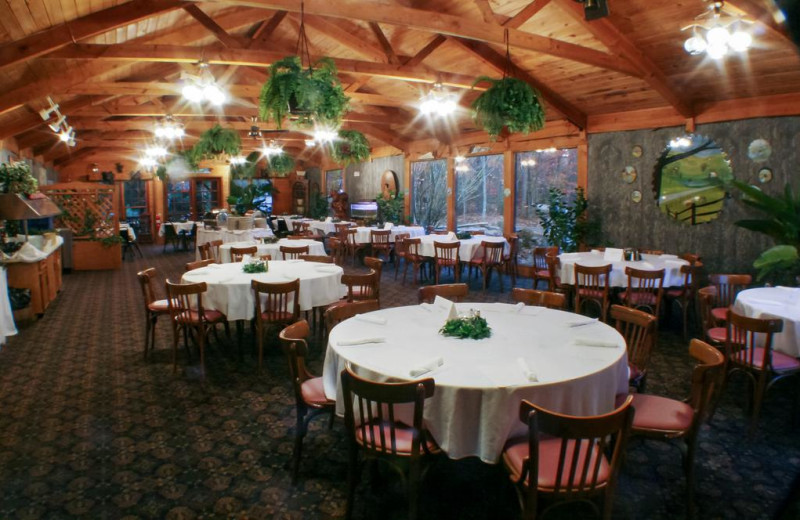 Family & group dining in the Hideaway Dining Room.