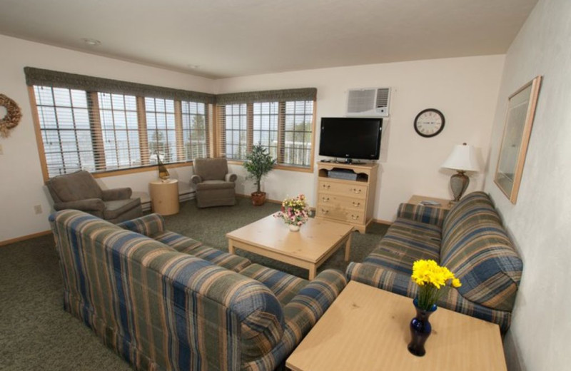 Guest living room at Bay Shore Inn.