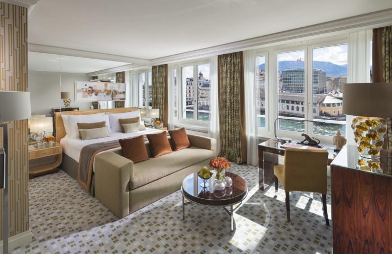 Guest room at Mandarin Oriental Hotel du Rhône.
