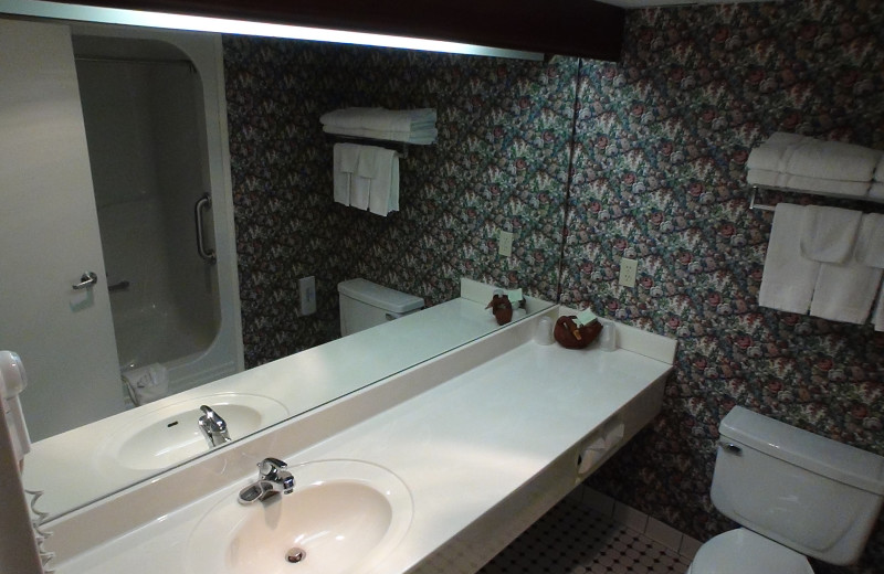 Guest bathroom at Bayshore Resort.