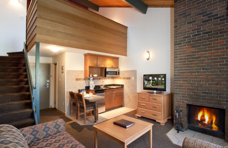 Interior view of Jasper Inn Alpine Resort & Inn Restaurant.