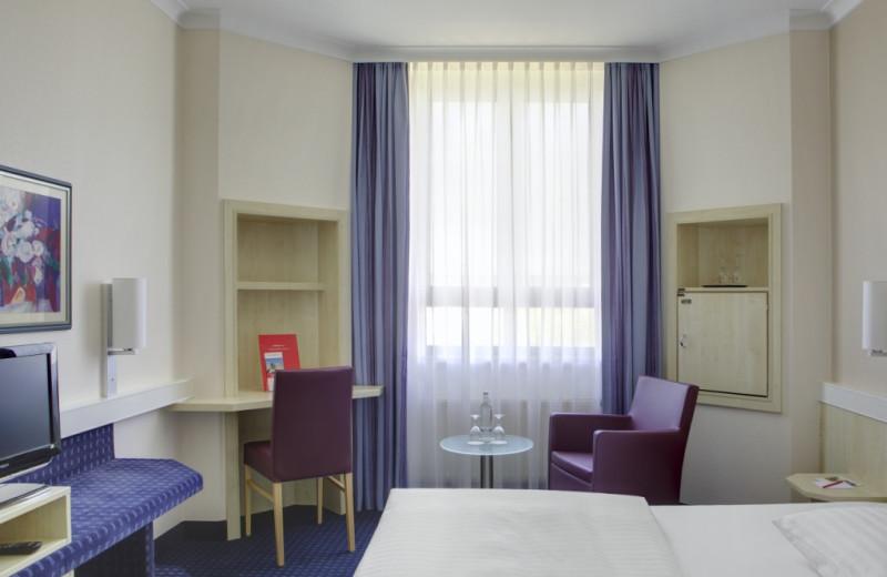 Guest room at InterCityHotel Augsburg.