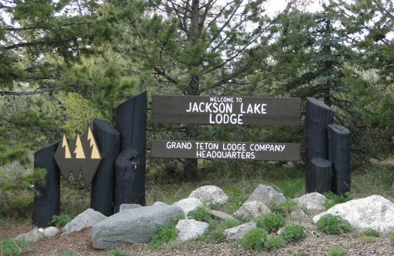 Jackson Lake Lodge welcome sign.