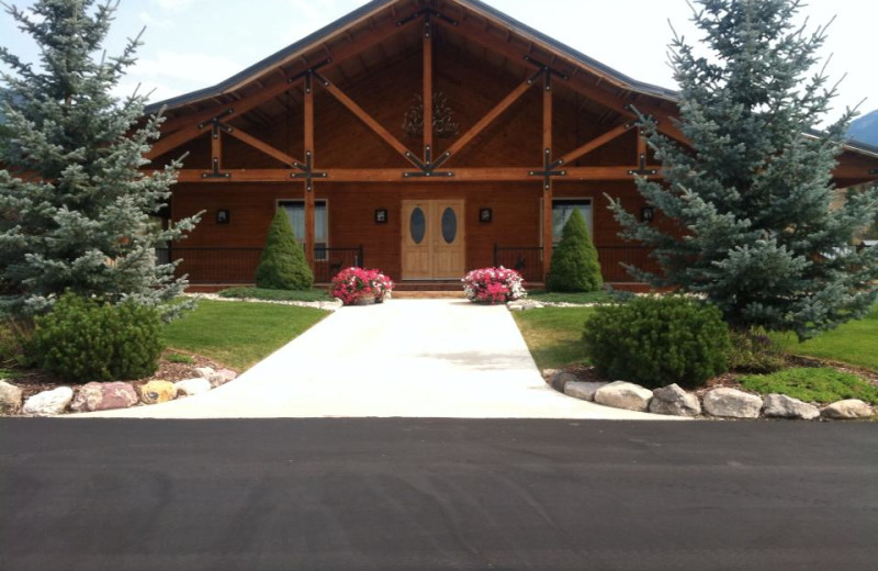 Exterior view of RiverStone Family Lodge.
