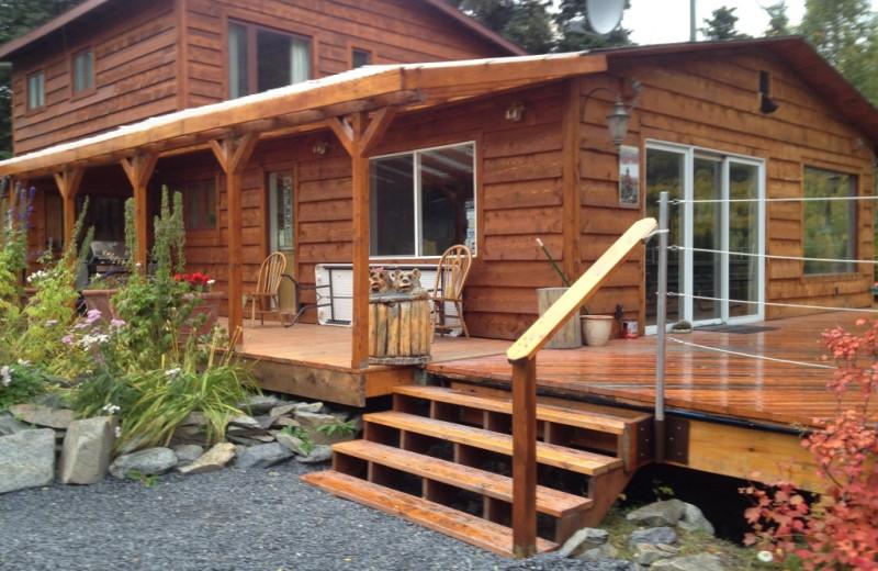 Exterior view of Kenai River Drifters Lodge.