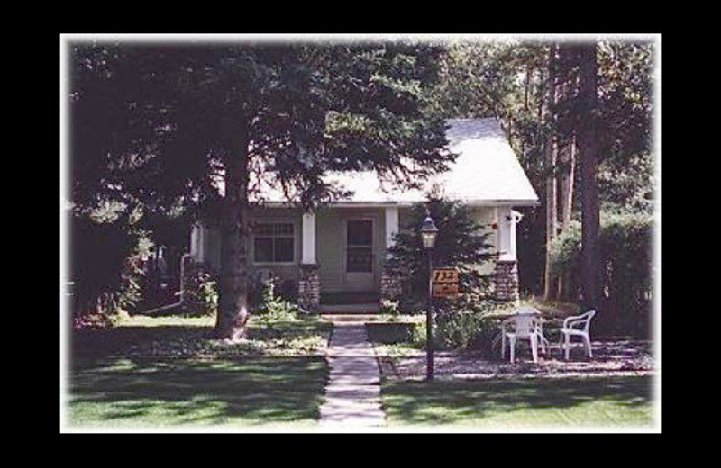 Exterior view of Woodside Cottage Bed and Breakfast.
