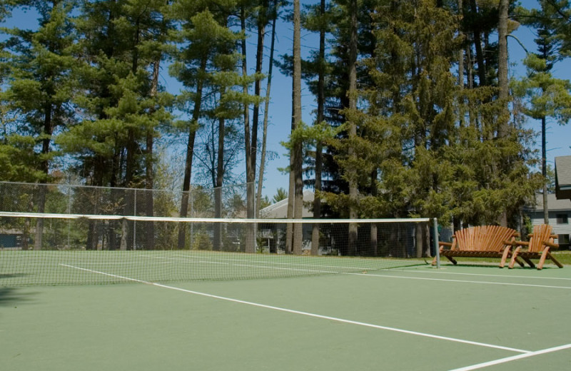 Tennis court at The Beacons of Minocqua.