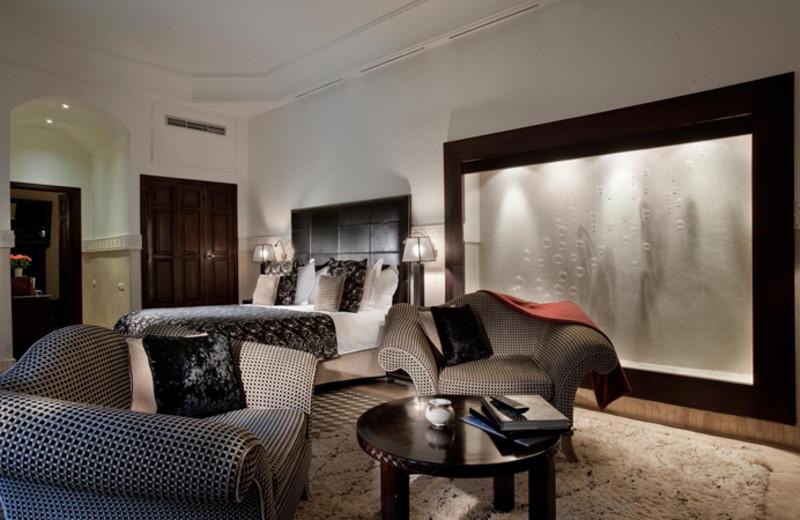 Guest room at La Villa des Orangers.