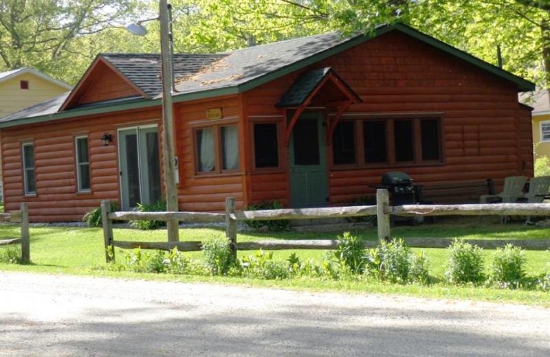 Cottage exterior at HighWinds Lodge & Cottages.