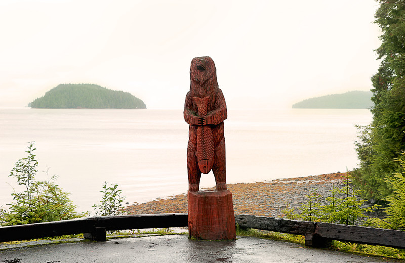Wood statue of bear and fish at Salmon Falls Resort.